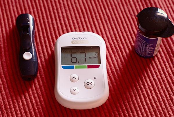 glucómetro para medir la glucosa en sangre